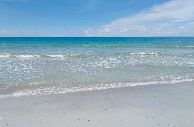 5 Fabulous Southeast USA Road Trip Ideas featured by top US family travel blog, More Than Main Street: Famous Florida beaches.