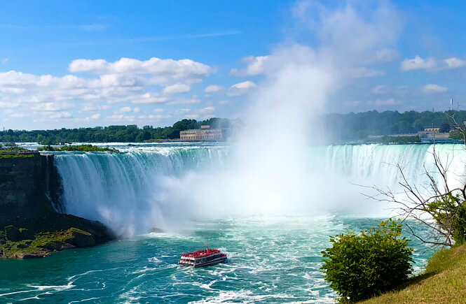 The Ultimate US Bucket List: 25 Epic Adventures to Experience in the USA featured by top US travel blog, More Than Main Street: Niagara Falls