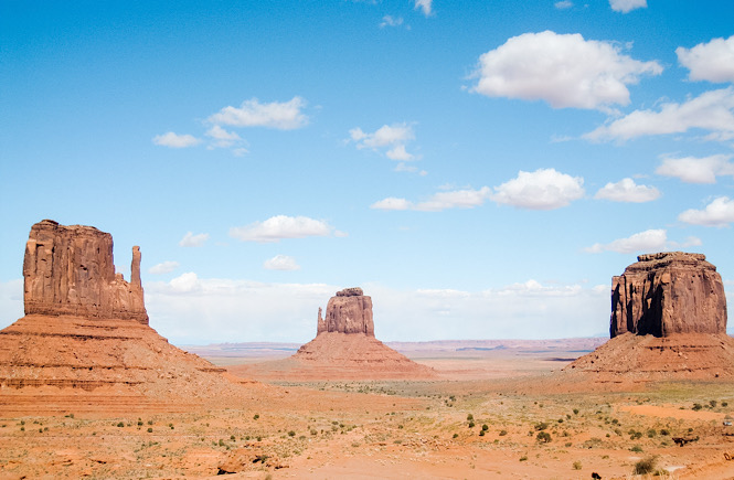 Monument Valley in Arizona is an epic road trip destination in the USA!