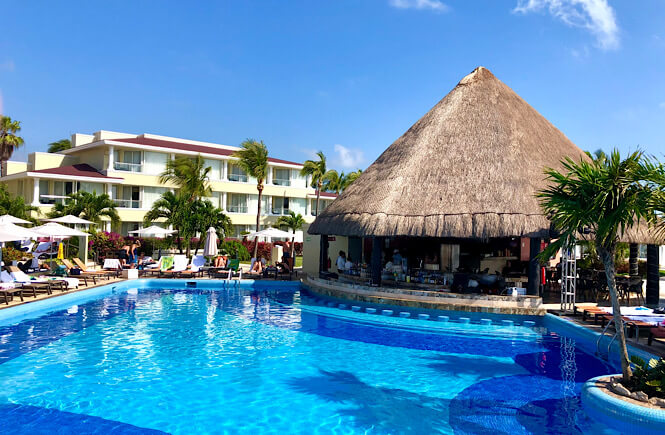 Cancun Moon Palace Resort Review- image of pool and swim up bar.