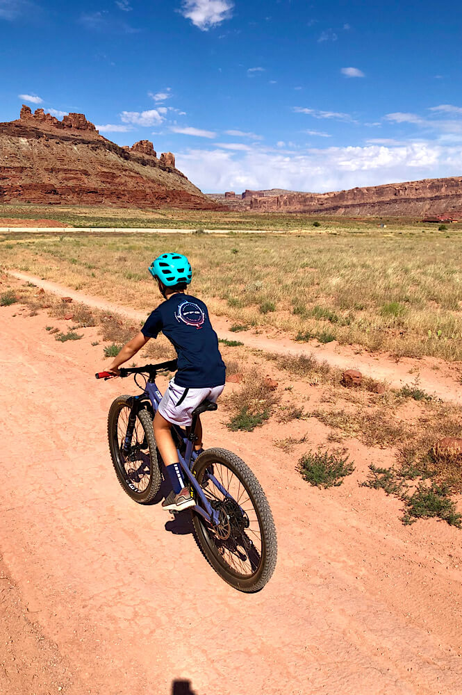 Mountain biking in Moab Utah- one of the best experience gifts for a teenager!